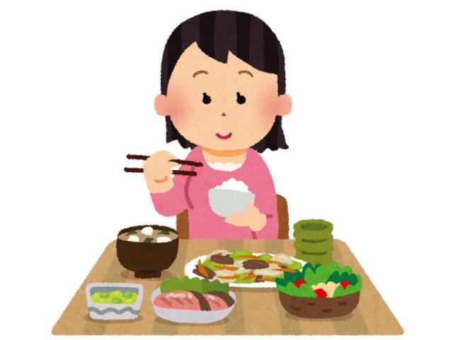 ゆっくり食事している女性