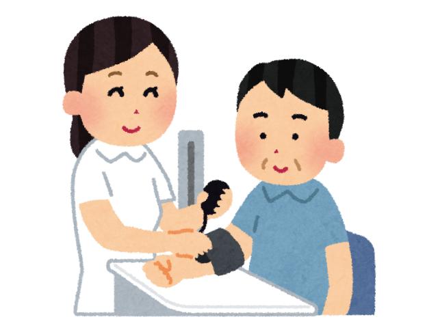 健康診断で血圧測定をしている様子